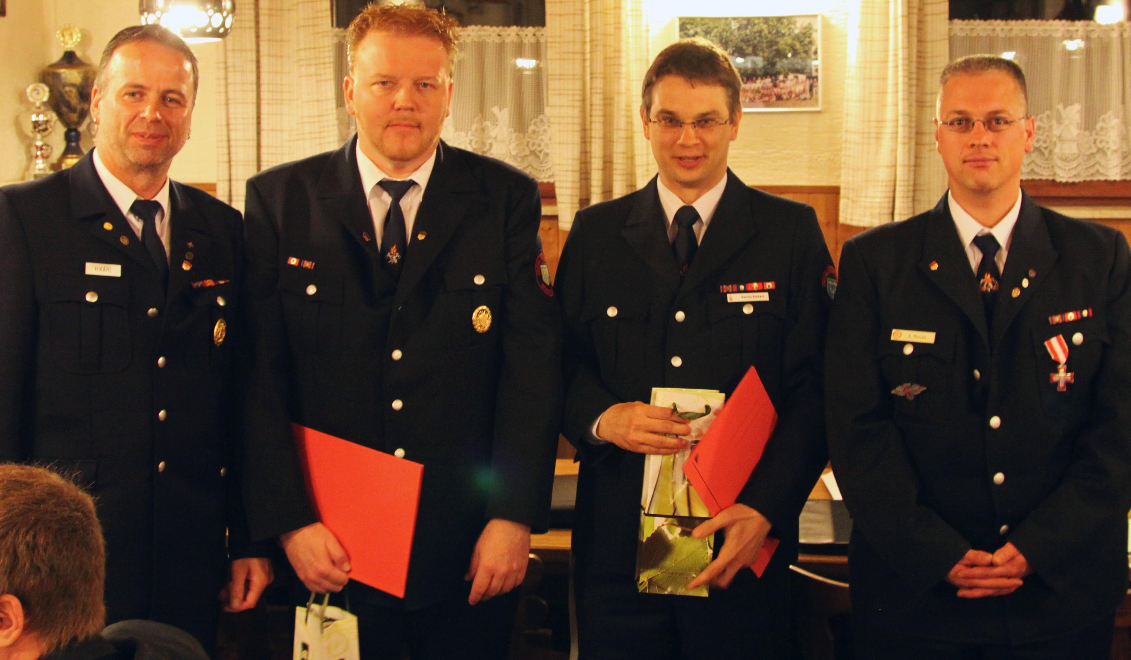 Für 25 Jahre Mitgliedschaft im Verein geehrt. Von Links nach Rechts – Vereinsvorsitzender Holger Kahl, Udo Cramer, Dennis Grebert, 2. Vorsitzender Alexander Reuß